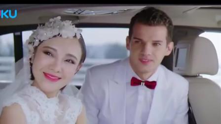 美女拦下前夫婚车,谁知打开婚车门一看懵了,原来前夫只是伴郎!