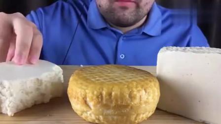 大胃王吃播:Russian胡子大叔吃俄罗斯特色芝士,色泽鲜亮诱人!