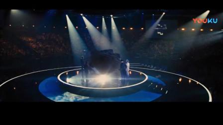 观看表演,居然从天空飘落下来所有人都喜欢的!