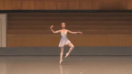 小女孩的芭蕾魔符变奏,控制动作有待加强呢!