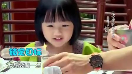 爸爸回来了:NeiNei跟爸爸讨价还价,撒娇要一点点甜品,萌萌哒!