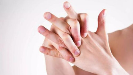 """为什么扳手指手指会发出""""咔咔""""声?需要看医生吗?"""