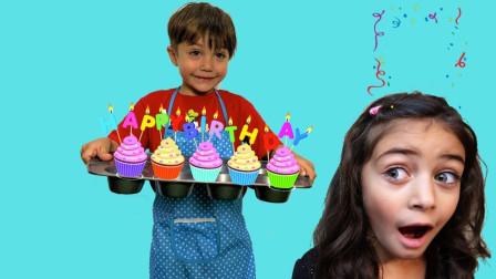 好厉害!一起看看萌宝小正太是怎么制作小蛋糕的吧!趣味玩具故事