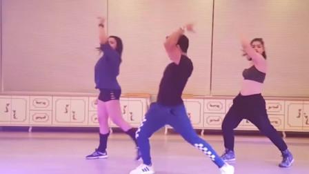 精彩的健身印度舞,动作简单效果还不错