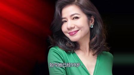 她曾是香港港姐,年轻时被成龙和刘德华追求,认识她的现在起码30岁以上
