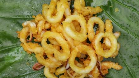 鱿鱼须裹上面包糠,榨至两面金黄,还有比这更完美的小吃吗?