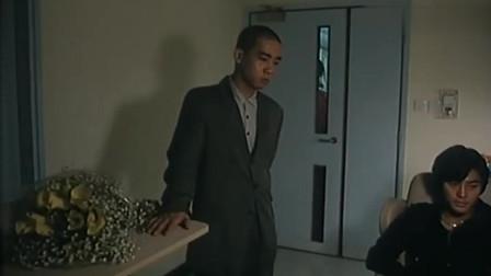 大飞绑了大天二的女友, 威胁他偷陈浩南的账本, 借机打压陈浩南
