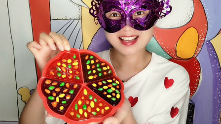 """妹子吃""""创意披萨果冻"""",香软Q滑配上五彩糖豆,好美味"""