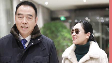 陈凯歌携老婆儿子机场走秀?50岁的陈红发福严重!