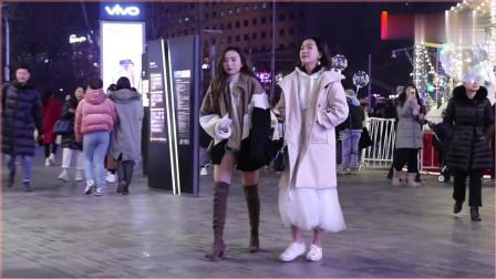 摄影:三里屯街拍,寒冷冬季穿夏装逛街,这些小姐姐对寒冷免疫