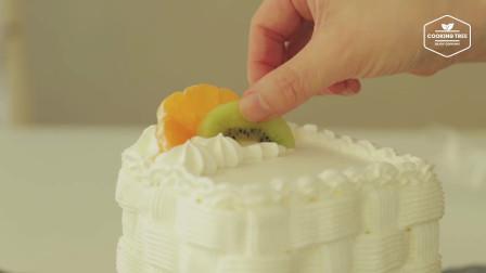 六一儿童节,给宝宝准备一份白色水果蛋糕,超级喜欢