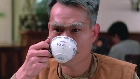 林正英第一次喝咖啡吃蛋挞,他的吃法我学了一次,感觉挺智障的