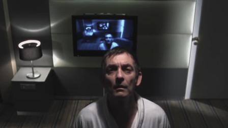 男子开了间房,刚进房就发现被偷拍,更可怕的是走到哪跟到哪