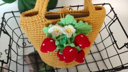 第28集瑶妈编草莓包下集毛线的编织过程