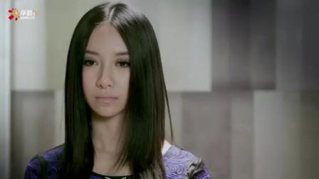 美女独自乘坐电梯,不料忽然上来一位红衣女孩,下一秒女孩惊呆了