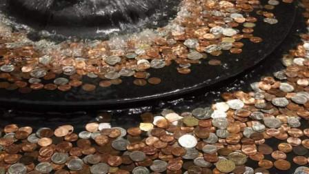 许愿池里撒的盆钵满盈的硬币,最后都去了哪?答案和你想的不一样