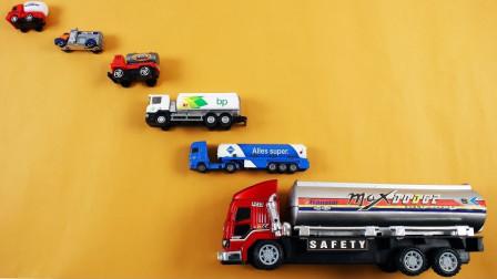展示不同尺寸的油罐车玩具