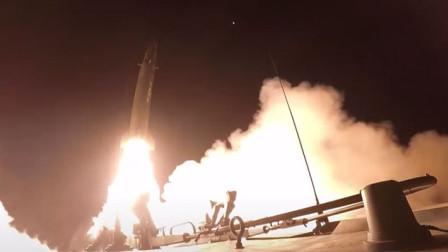 """震撼!火箭军夜间实弹发射曝光:升空成""""夜空中最亮的星"""""""