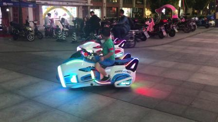 【7岁】10-2哈哈跟王洁同学一起开飞机赛车IMG_8848.MOV