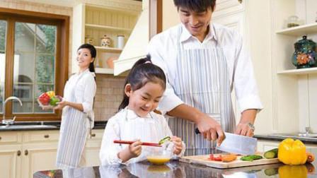 家长回应广州小学生要学做饭:对以后生活有帮助