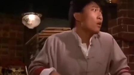僵尸先生:林正英在外面捉鬼,文才在室内变僵尸,想要咬钱小豪!