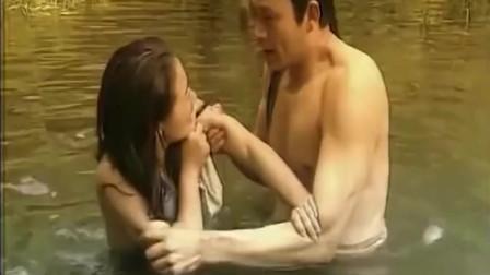 上错花轿嫁对郎:冰燕湖中沐浴被撞,自称夫人,蒙了