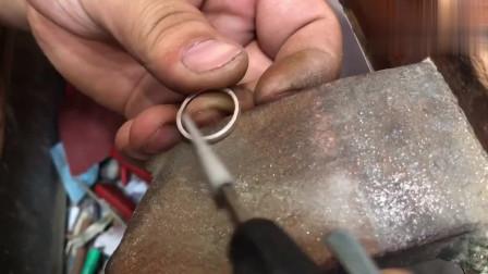 金银加工的小银匠,现场制作古法戒指,这样做的首饰好看吗