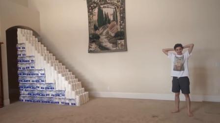 老外用卫生纸堆了个楼梯,走上去的时候,结果悲剧了!