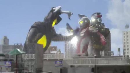 艾克斯奥特曼:艾克斯投靠怪兽,联手一起攻击麦克斯战士!