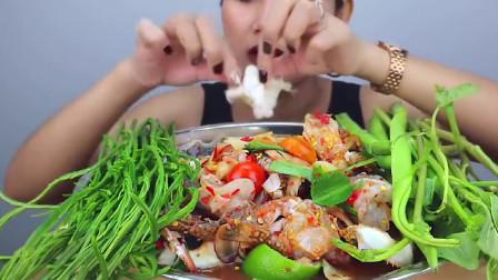 美食吃播:美女小姐姐吃凉拌螃蟹,吃的就是鲜!