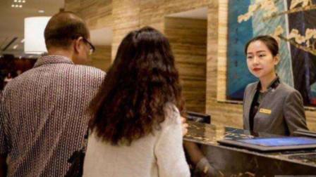 """情侣在入住酒店时,为何要拔掉电视插头?辞职服务员不慎说出""""隐情"""""""