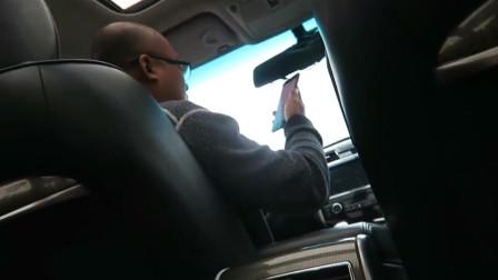 面对不会说中文的老外,不会英语的北京的哥,默默掏出手机