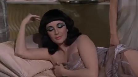 凯撒大帝硬闯浴室,正在沐浴的埃及艳后忙捂住胸口!