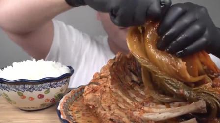 美食吃播:大胃王小哥吃整扇排骨,加碗大米饭吃的爽!