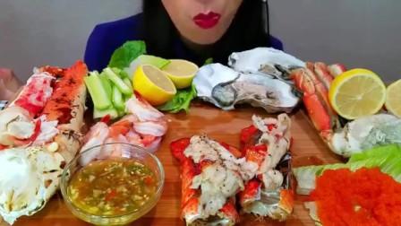 外国吃货小姐姐丰盛吃播,帝王蟹黑虎虾大鲍鱼,饱满海鲜肉吃到爽