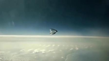 国外飞机在万米高空上拍到史上最恐怖的不明飞行物?