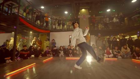 iuv音乐《单舞循环》我可以说这个跳的还不错?