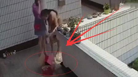 两个女孩以为四处无人,干起了无耻之事,监控拍下全过程