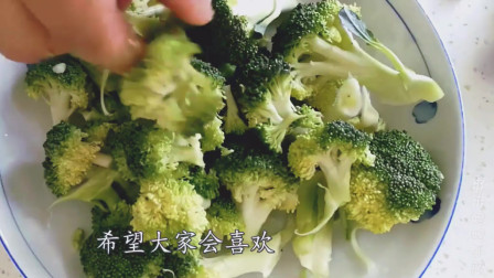 香菇和西兰花一起炒, 清淡可口, 营养又好吃, 老人和小孩都喜欢吃