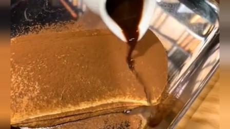 来吃提拉米苏,倒咖啡的那刻,真想让那些卖定妆粉的看看!