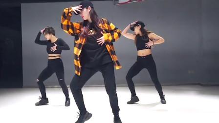 最近被这首爵士舞刷屏了,美女们霸气的舞姿,秒杀帅锅妖娆版