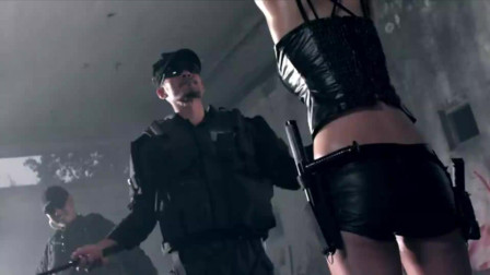女特工被吊起来SM,她的衣服有神奇功效,怎么打都不会疼