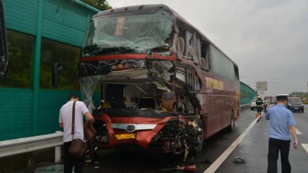 载16名乘客客车被撞:司机生命最后一刻仍紧握方向盘