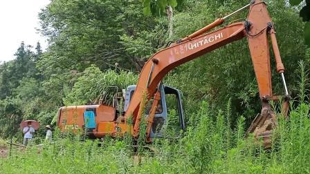 挖掘机工作视频  挖掘机挖土开路视频