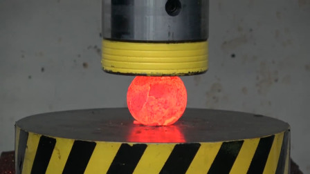 液压机VS烧红的铁球,会是什么样子?结果有点尴尬!