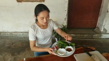农村美女做的美食来吃
