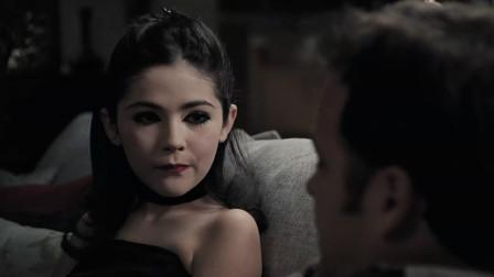 美国惊悚片《孤儿怨》腹黑小萝莉为了爱,诱惑养父,妻子直接奔溃