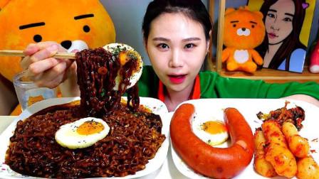 韩国吃播美女,吃炸酱面、煎蛋、烤肠、泡菜,吃得太香了