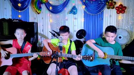 王贯 张嘉毅 李向杰三位同学学习吉他表演弹唱《兰花草》视频