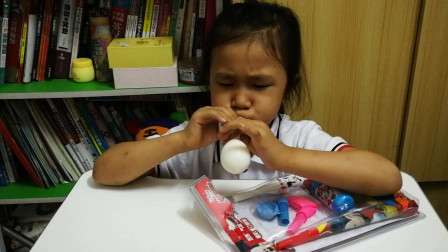 六一儿童节礼物开箱视频 玩具气球搞笑解说视频 小萝莉的玩具